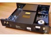 Electrocompaniet EMC 1 up Lector CD. Carga superior con  transporte flotante y r